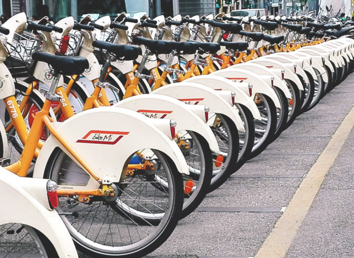 citta traffico bici