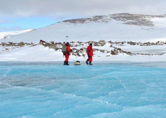 antartide lago ghiacciao