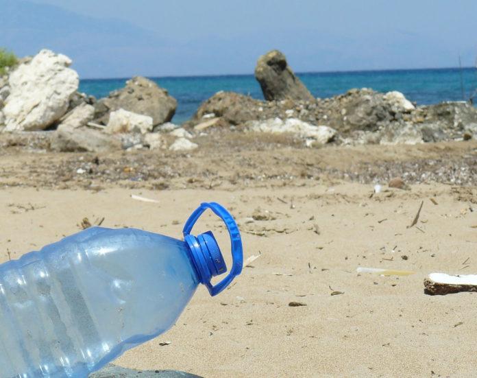 mare rifiuti plastica