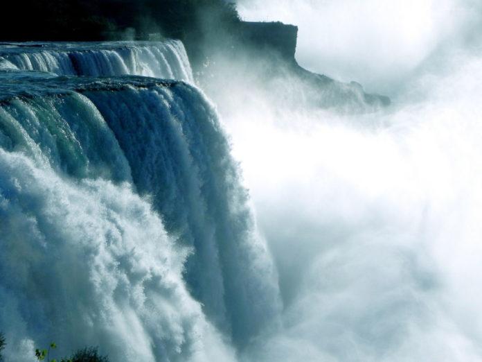 cascate niagara acqua