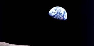 Earthrise scattata dalla missione spaziale Apollo 8