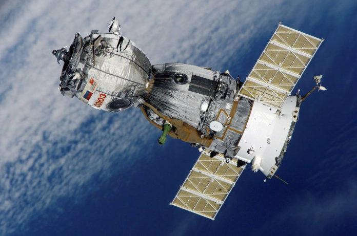 satellite sojuz spazio