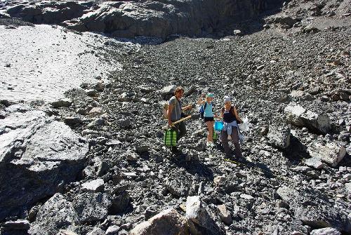 Gruppo di ricerca sul ghiacciaio Maliy Aktru, Monti dell'Altai, Russia – Foto di Igor Volkov