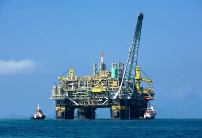 Trivelle petrolio mare